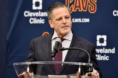 Dan Gilbert es uno de los propietarios de equipos deportivos más ricos de Estados Unidos gracias a su mayor participación en los Cleveland Cavaliers de la NBA.  Crédito: USA Today