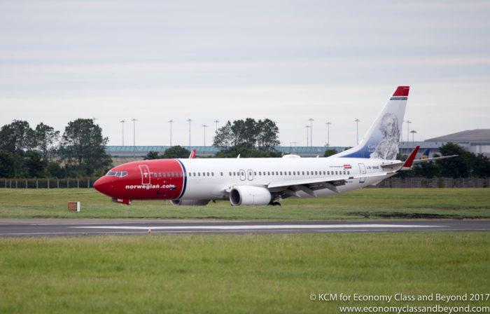 Norsk 737-800 på Dublin flyplass - foto, økonomiklasse og utover