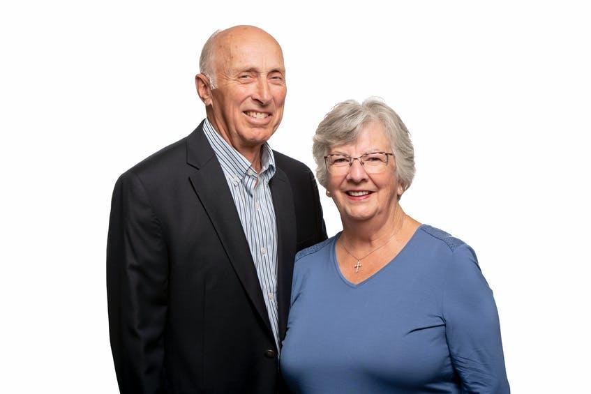Brian Shebib, avbildet ovenfor med kona Monica, blir hentet inn i Cape Breton Business and Philanthropy Hall of Fame.  Bidra - David Gala